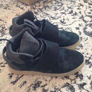adidas Shoes - Woman adidas sneakers excellent condition